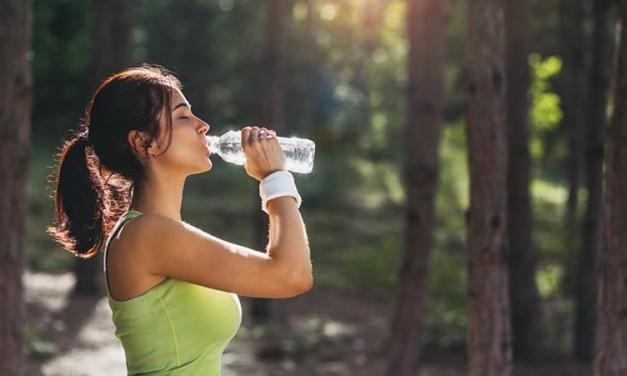 Por que beber água durante o treino é tão importante?