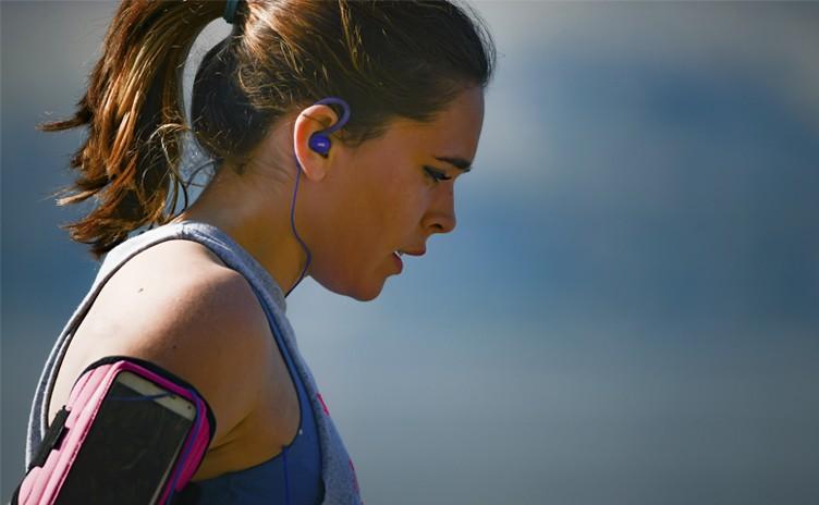 Você sabia? Treinar ouvindo música melhora seu desempenho