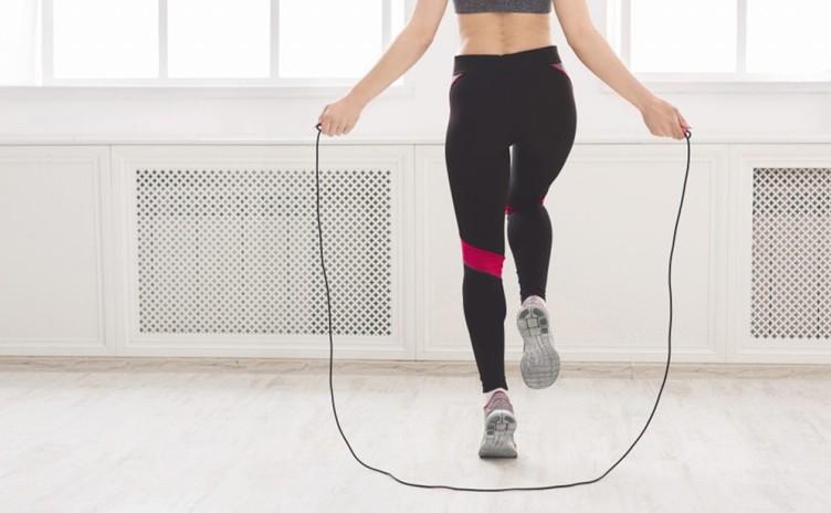 Pular corda: benefícios desse exercício que fez parte da sua infância